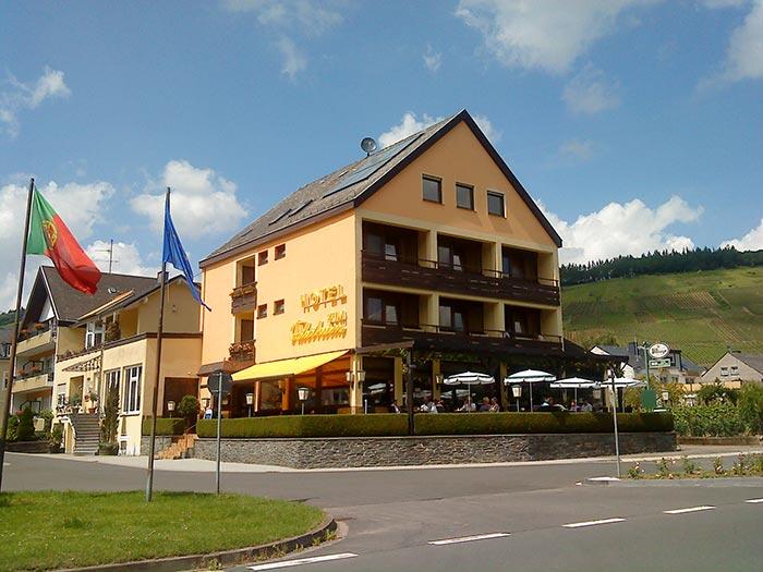 Hotel restaurant caf zum f hrturm wein und for Designhotel mosel